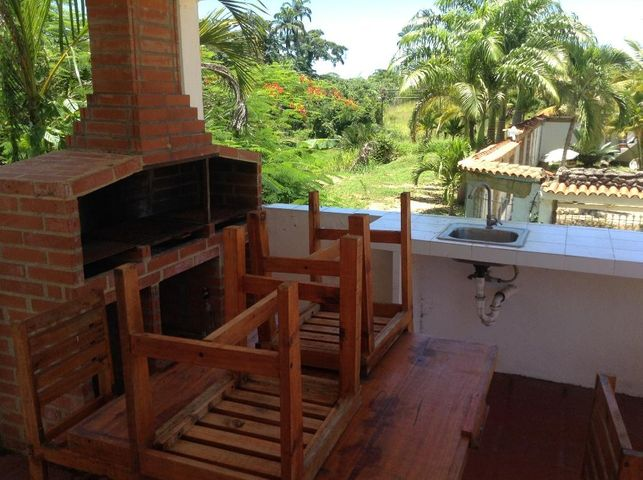 Casa Miranda>Higuerote>Higuerote - Venta:8.058.000.000 Bolivares - codigo: 16-13816