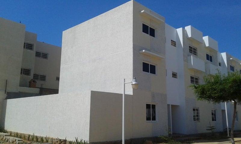 Townhouse Zulia>Maracaibo>Pueblo Nuevo - Venta:5.774.000.000 Bolivares Fuertes - codigo: 16-13961