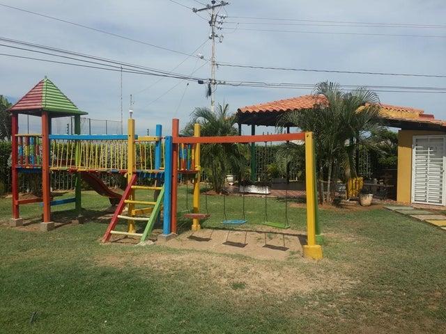 Townhouse Zulia>Maracaibo>Via La Concepcion - Venta:21.000.000 Bolivares - codigo: 16-14005