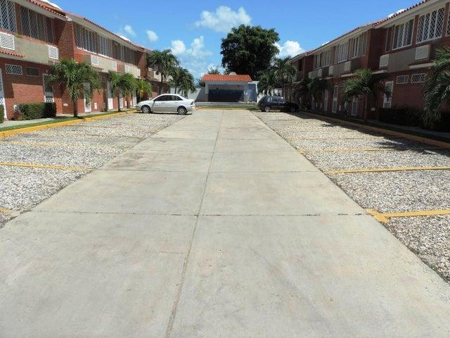 Townhouse Miranda>Higuerote>La Costanera - Venta:12.605.000.000 Precio Referencial - codigo: 16-14138