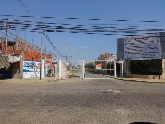 Townhouse Zulia>Maracaibo>Lago Mar Beach - Venta:10.000.000.000 Bolivares - codigo: 16-14183