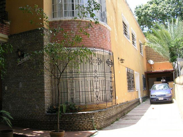 Casa Distrito Metropolitano>Caracas>Campo Claro - Venta:239.591.000.000 Precio Referencial - codigo: 16-14269