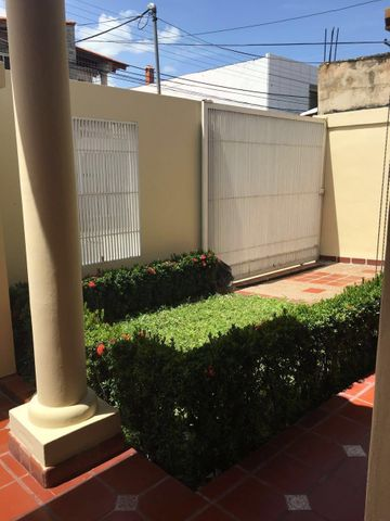 Casa Aragua>Maracay>Villas Antillanas - Venta:7.468.000.000 Bolivares - codigo: 16-14287