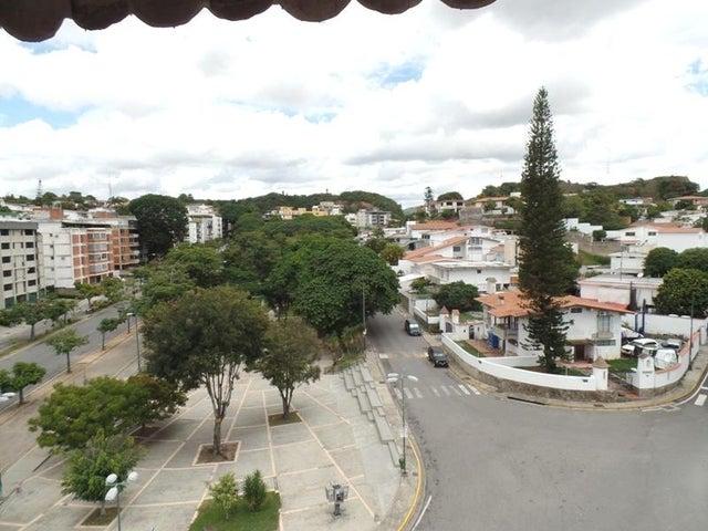 Apartamento Distrito Metropolitano>Caracas>Cumbres de Curumo - Venta:51.912.000.000 Precio Referencial - codigo: 16-14389