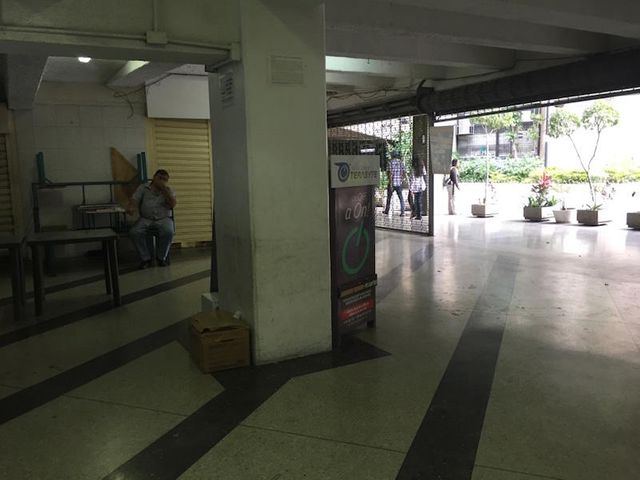 Local Comercial Distrito Metropolitano>Caracas>Parque Central - Venta:22.571.000.000 Precio Referencial - codigo: 16-14517