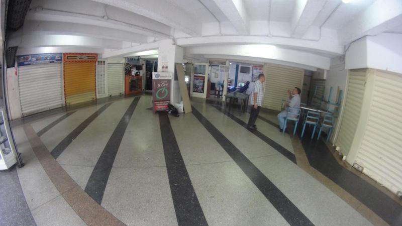 Local Comercial Distrito Metropolitano>Caracas>Parque Central - Venta:9.454.000.000 Precio Referencial - codigo: 16-14518