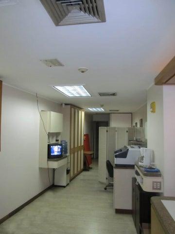 Local Comercial Distrito Metropolitano>Caracas>Los Chaguaramos - Venta:77.293.000.000 Bolivares - codigo: 16-14576