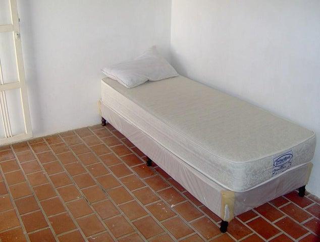 Casa Nueva Esparta>Margarita>Los Robles - Venta:88.968.000.000 Precio Referencial - codigo: 16-14660
