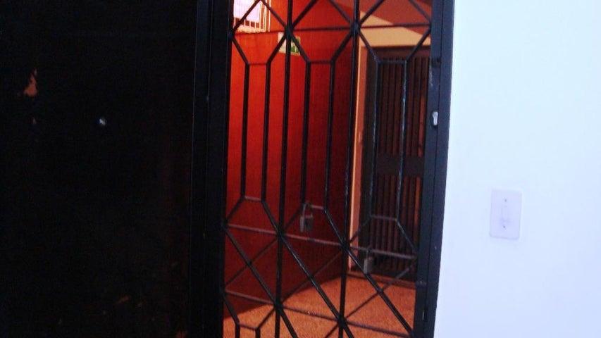 Local Comercial Distrito Metropolitano>Caracas>Parroquia Altagracia - Venta:33.856.000.000 Precio Referencial - codigo: 16-14686