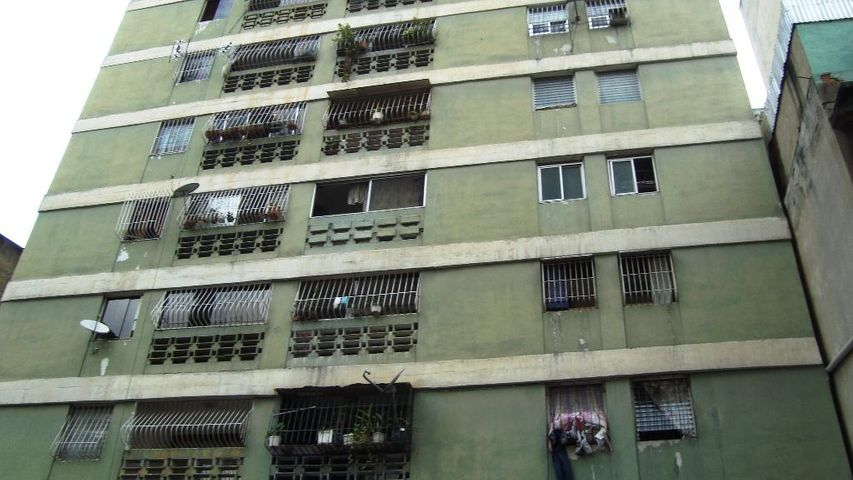 Local Comercial Distrito Metropolitano>Caracas>Parroquia Altagracia - Venta:10.575.000.000 Bolivares - codigo: 16-14686