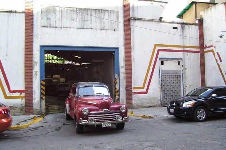 Local Comercial Distrito Metropolitano>Caracas>Parroquia La Candelaria - Venta:428.613.000.000 Bolivares - codigo: 16-14688