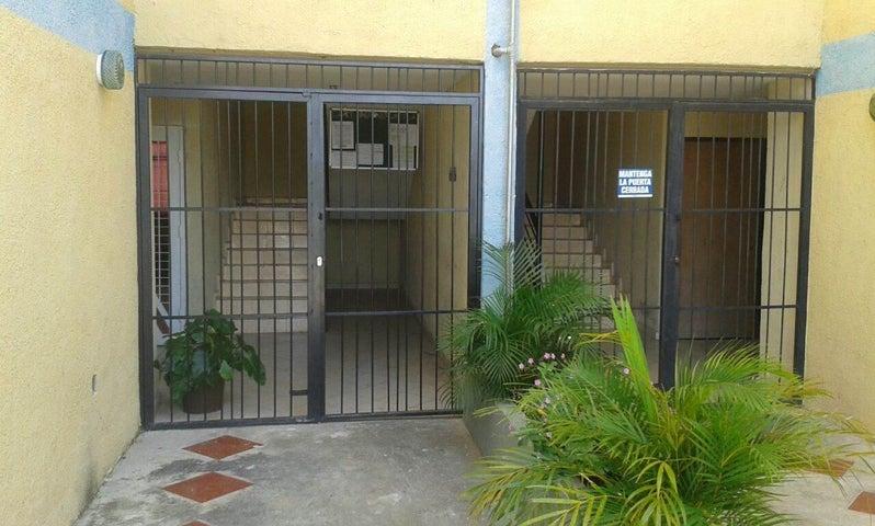 Apartamento Carabobo>Municipio Los Guayos>Paraparal - Venta:15.000.000  - codigo: 16-14752