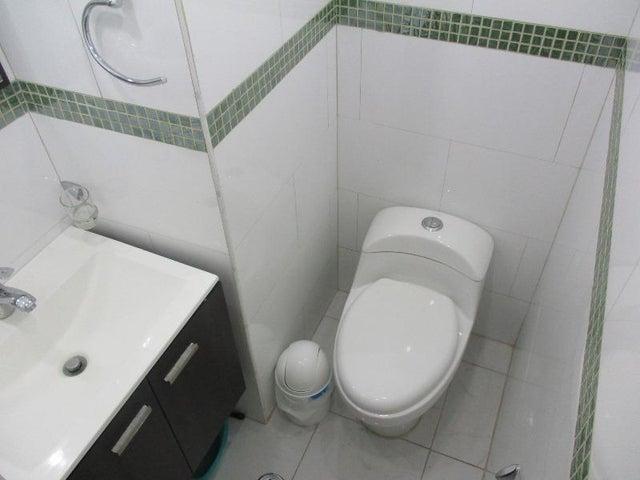 Apartamento Nueva Esparta>Margarita>El Paraiso - Venta:20.000 Precio Referencial - codigo: 16-14817