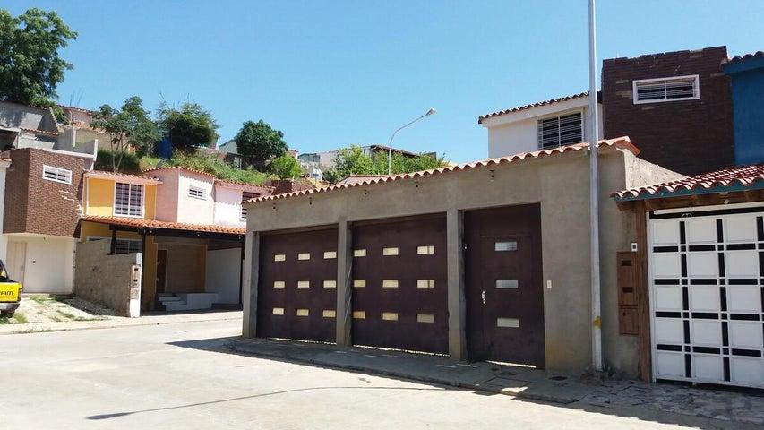Casa Miranda>Charallave>Centro de Charallave - Venta:18.515.980.560.000.000 Precio Referencial - codigo: 16-14926