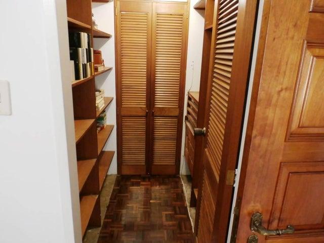 Apartamento Distrito Metropolitano>Caracas>Santa Rosa de Lima - Alquiler:120.000.000 Bolivares Fuertes - codigo: 16-15117