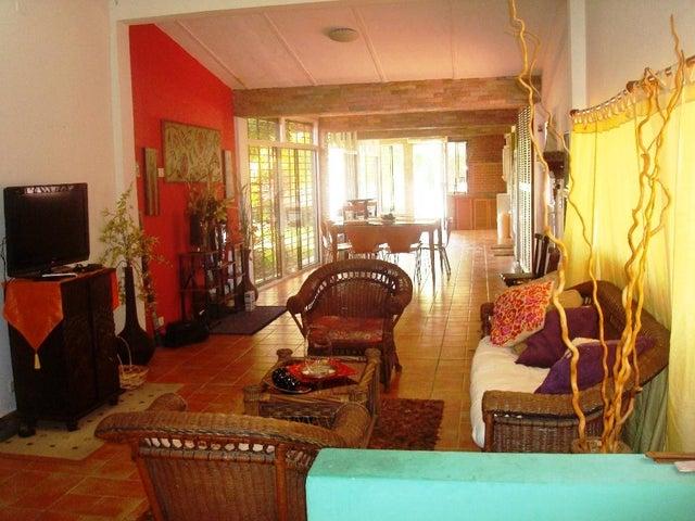 Casa Miranda>Rio Chico>Las Mercedes de Paparo - Venta:7.403.000.000 Bolivares - codigo: 16-15080