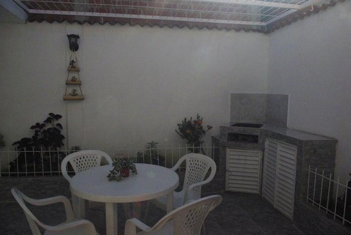 Townhouse Miranda>Guarenas>Nueva Casarapa - Venta:2.604.000.000  - codigo: 16-15125