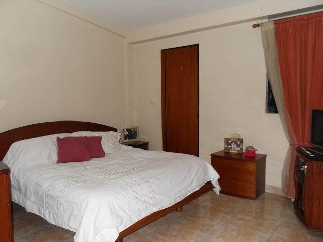Townhouse Carabobo>Municipio San Diego>Monteserino - Alquiler:1.400.000 Bolivares - codigo: 16-15190