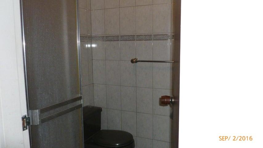 Apartamento Distrito Metropolitano>Caracas>El Marques - Venta:18.475.000.000 Bolivares Fuertes - codigo: 16-15269