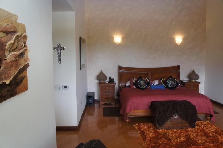 Casa Distrito Metropolitano>Caracas>El Marques - Venta:2.600.000 Precio Referencial - codigo: 16-15446