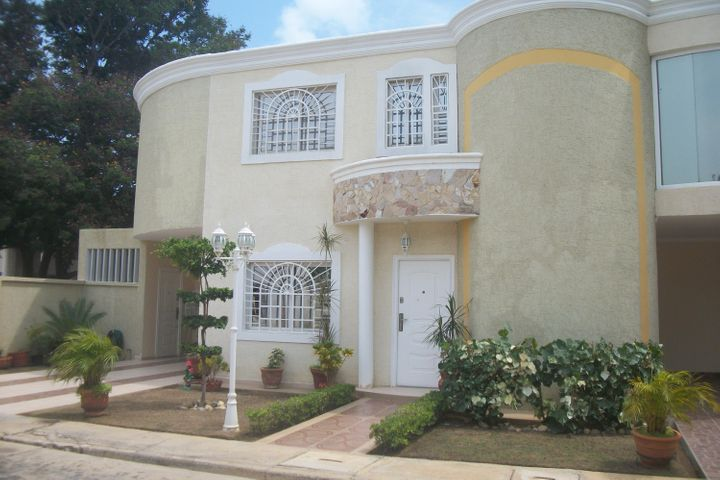 Townhouse Zulia>Cabimas>Bello Monte - Venta:65.000 US Dollar - codigo: 16-15456
