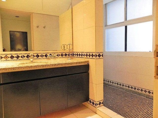 Apartamento Distrito Metropolitano>Caracas>Los Palos Grandes - Venta:464.152.000.000 Precio Referencial - codigo: 16-15451