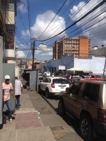 Local Comercial Distrito Metropolitano>Caracas>Catia - Alquiler:250.000 Precio Referencial - codigo: 16-11345