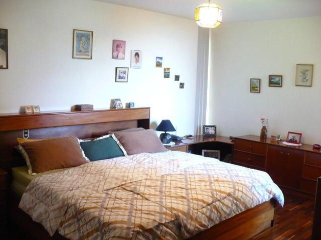 Apartamento Distrito Metropolitano>Caracas>El Bosque - Venta:38.076.000.000 Bolivares Fuertes - codigo: 16-15855
