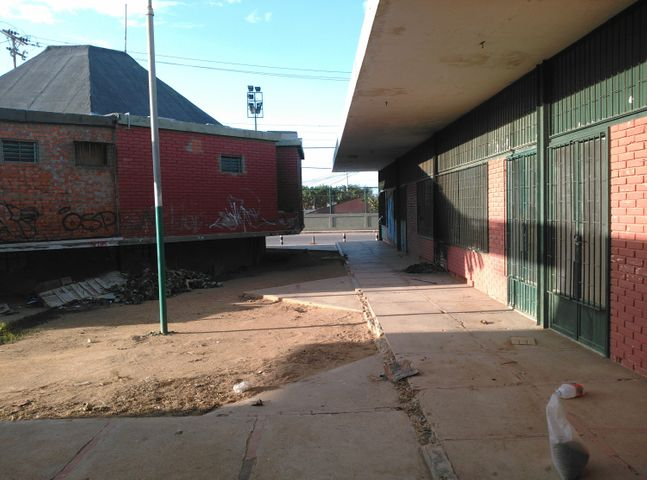 Local Comercial Falcon>Punto Fijo>Puerta Maraven - Venta:18.475.000.000 Bolivares - codigo: 16-15615