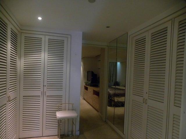 Apartamento Distrito Metropolitano>Caracas>Altamira - Venta:92.091.000.000 Bolivares Fuertes - codigo: 16-15626