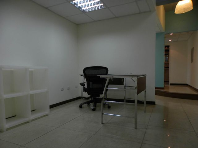 Oficina Distrito Metropolitano>Caracas>El Cafetal - Alquiler:900 Precio Referencial - codigo: 16-15658