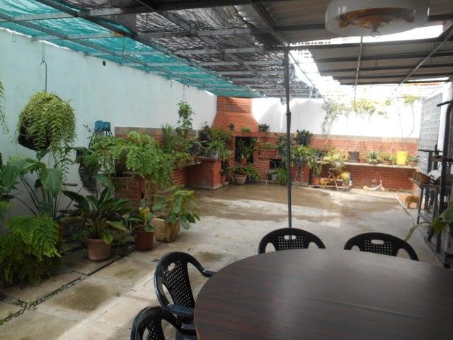 Casa Distrito Metropolitano>Caracas>La Floresta - Venta:420.000 Precio Referencial - codigo: 16-15797