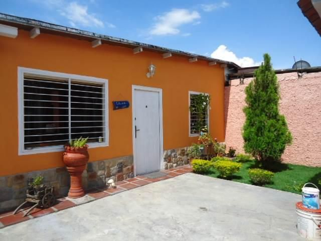 Casa Carabobo>San Joaquin>La Castellana - Venta:68.800.000 Bolivares - codigo: 16-15845