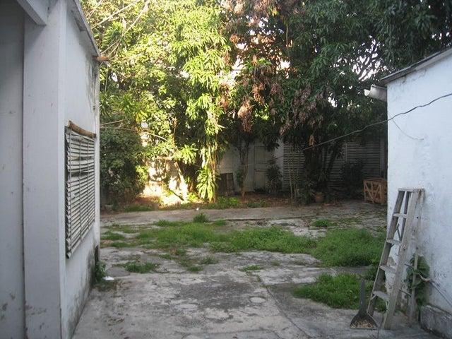 Terreno Distrito Metropolitano>Caracas>La Florida - Venta:183.218.000.000 Precio Referencial - codigo: 16-15921