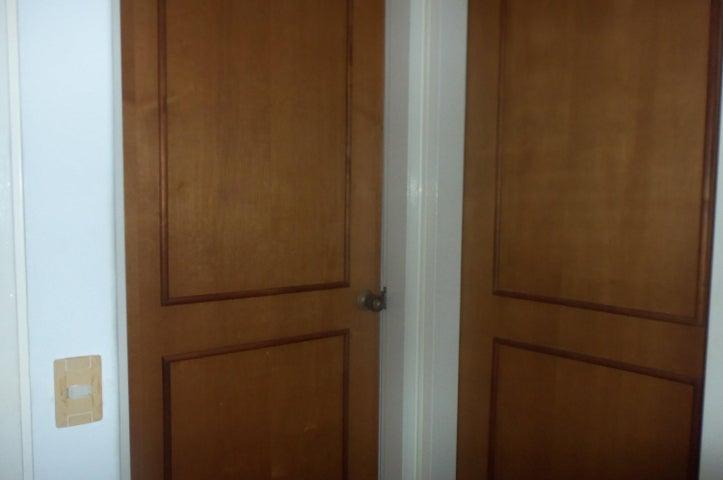Apartamento Vargas>Parroquia Caraballeda>Caribe - Venta:95.000 Precio Referencial - codigo: 16-16027