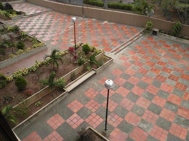 Apartamento Distrito Metropolitano>Caracas>La Carlota - Venta:32.000.000.000 Bolivares Fuertes - codigo: 16-16128