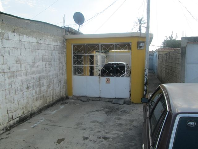 Casa Carabobo>Guacara>Carret Guacara - San Joaquin - Venta:8.000 Precio Referencial - codigo: 16-16152