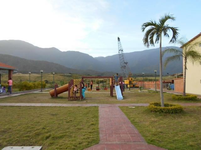 Apartamento Miranda>Guatire>Alto Grande - Venta:4.619.000.000 Bolivares Fuertes - codigo: 16-16208