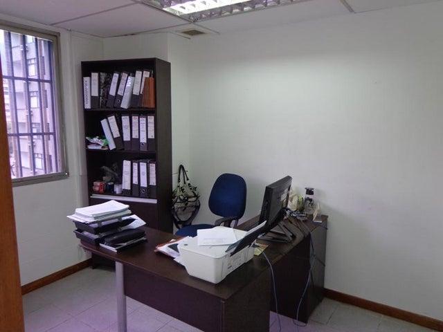Oficina Distrito Metropolitano>Caracas>Plaza Venezuela - Venta:34.534.000.000 Bolivares - codigo: 16-16252