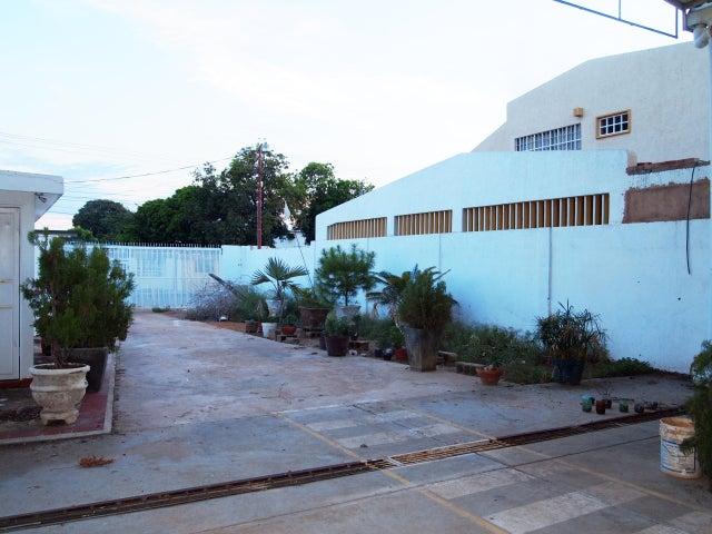 Galpon - Deposito Zulia>Municipio San Francisco>Sierra Maestra - Venta:40.000.000 Precio Referencial - codigo: 16-16257