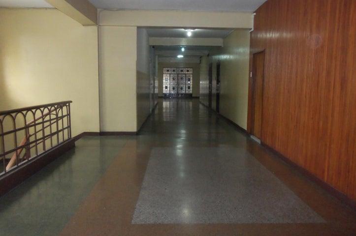 Oficina Distrito Metropolitano>Caracas>Parroquia Catedral - Venta:16.615.000.000 Precio Referencial - codigo: 16-17276