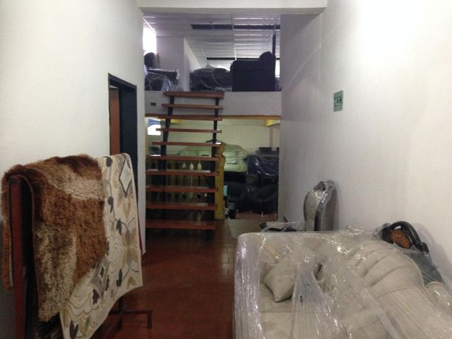 Local Comercial Lara>Barquisimeto>Del Este - Venta:91.609.000.000 Bolivares - codigo: 16-11412