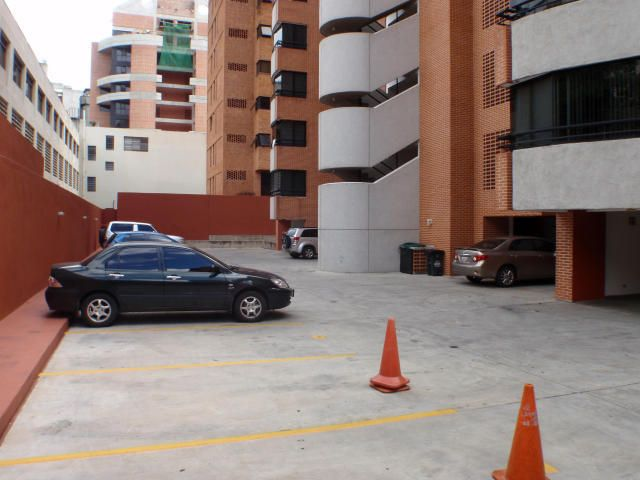 Apartamento Distrito Metropolitano>Caracas>El Rosal - Venta:31.582.000.000 Bolivares Fuertes - codigo: 16-16272