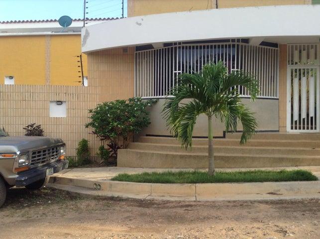 Townhouse Carabobo>Valencia>El Parral - Venta:81.933.000.000 Precio Referencial - codigo: 16-16419