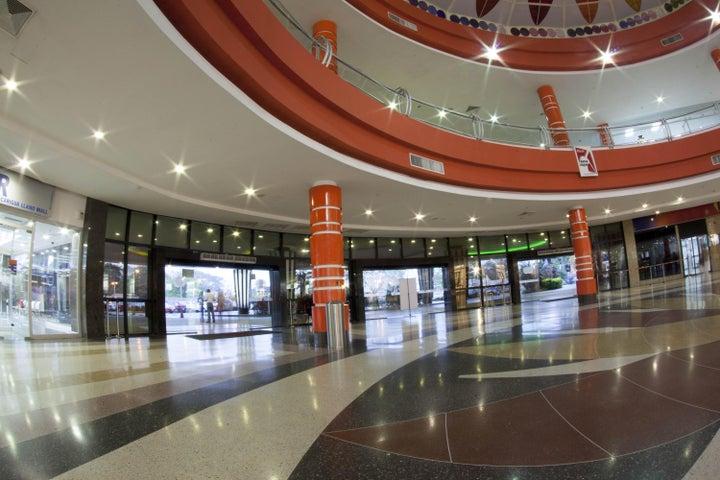 Local Comercial Portuguesa>Acarigua>Centro - Alquiler:24.000.000 Bolivares - codigo: 16-16474