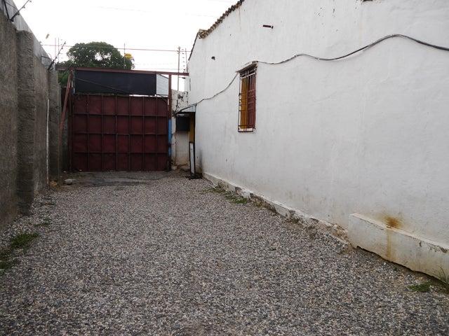 Terreno Lara>Barquisimeto>Centro - Venta:91.609.000.000 Precio Referencial - codigo: 16-16471