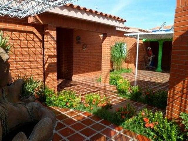 Casa Falcon>Punto Fijo>Las Virtudes - Venta:13.579.000.000 Bolivares Fuertes - codigo: 16-16549