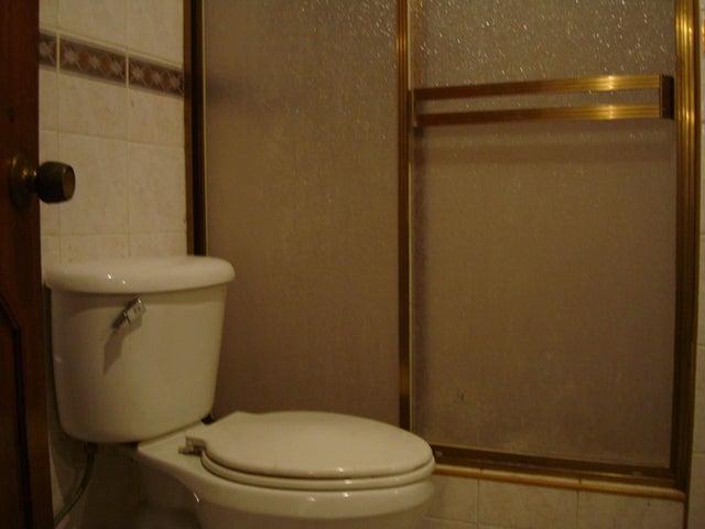 Apartamento Aragua>Maracay>Conjunto Residencial Los Jardines - Alquiler:200.000 Bolivares Fuertes - codigo: 16-16621
