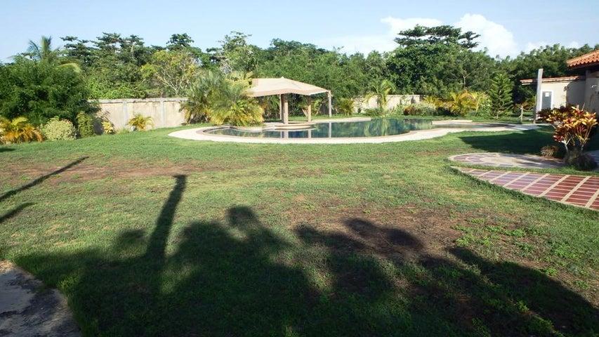 Casa Miranda>Higuerote>Higuerote - Venta:11.538.000.000 Bolivares - codigo: 16-16853