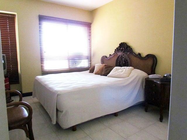 Apartamento Distrito Metropolitano>Caracas>Manzanares - Venta:67.895.000.000 Bolivares Fuertes - codigo: 16-16837